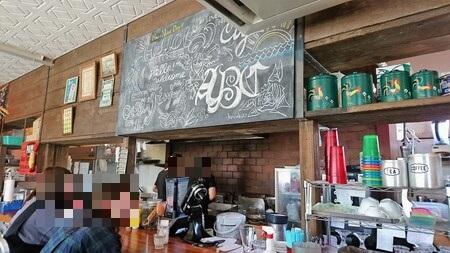 エースバーガーカフェ カウンター席