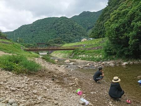 滝つぼへ落ちた水は川へ流れていく