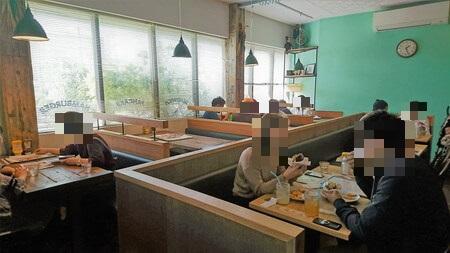 エースバーガーカフェ店内