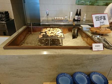 キーテラス 朝食バイキング 鮭の囲炉裏焼き
