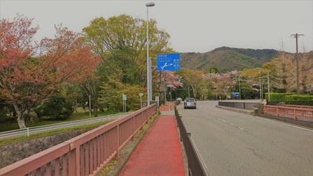 浦田橋を渡る