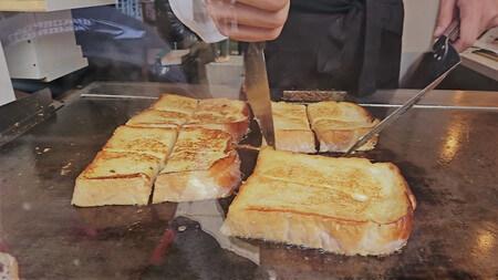 伊勢プリンと食パンの鉄人 作っているところ