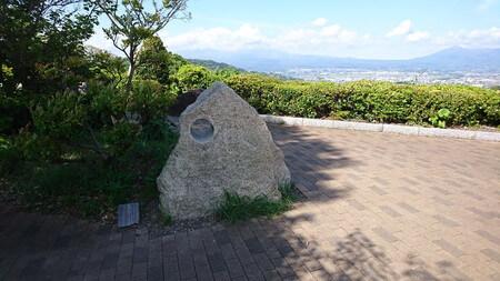 富士川SA下り 石の穴