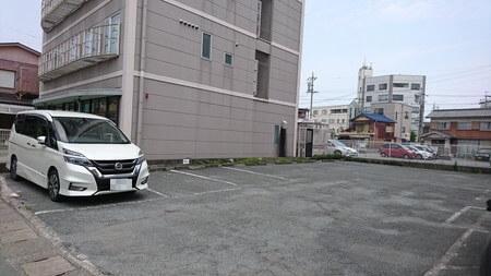 ブータントラン 駐車場