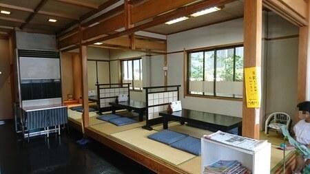 岡本淡水 店内 畳の席