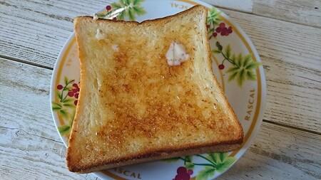 銀座の食パン~香り トーストしてバターを塗る