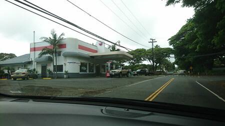 ナアレフ ママラホアハイウェイ沿いのガソリンスタンド