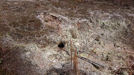 サルファー・バンクス 岩場の穴