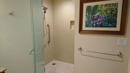 キングスランドツインベッドルーム横のバスルーム