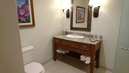 キングスランド ツインベッドルーム横の洗面台