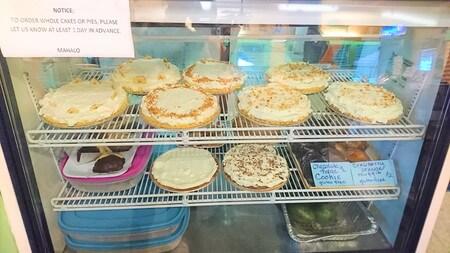 ハナホウレストラン ショーケースの中のパイ