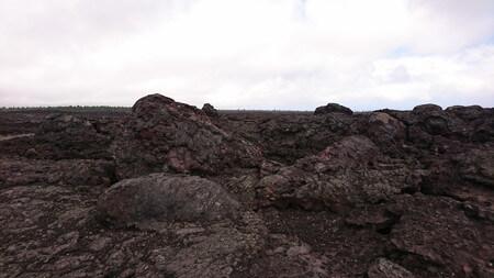 マウナウル展望台の大きな溶岩