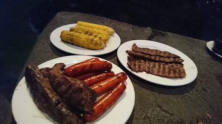 トウモロコシとお肉とソーセージ