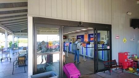 コナ空港 バシェットレンタカー 受付