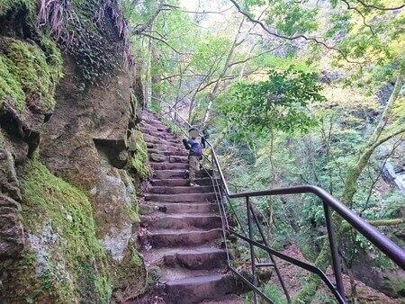 赤目四十八滝 荷担滝手前の階段