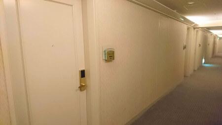 日航ホテル お部屋の前の廊下