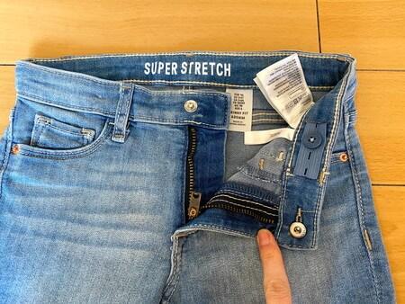 H&M スーパーストレッチデニムのボタン
